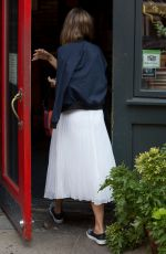 JESSICA ALBA Arrives at Bubby
