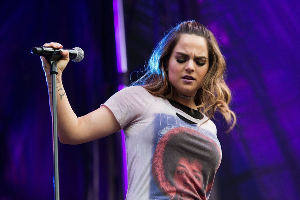 JOANNA JOJO LEVESQUE Performs at a Concert in Seattle 09/03/2016