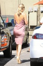KATE HUDSON Out and About in Los Angeles 09/23/2016