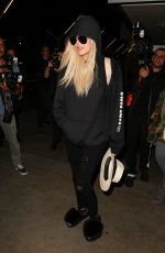 KHLOE KARDASHIAN Arrives at JFK Airport in New York 09/21/2016