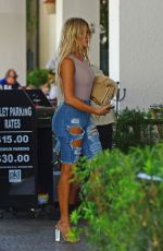 KHLOE KARDASHIAN Out for Lunch in Miami 09/17/2016