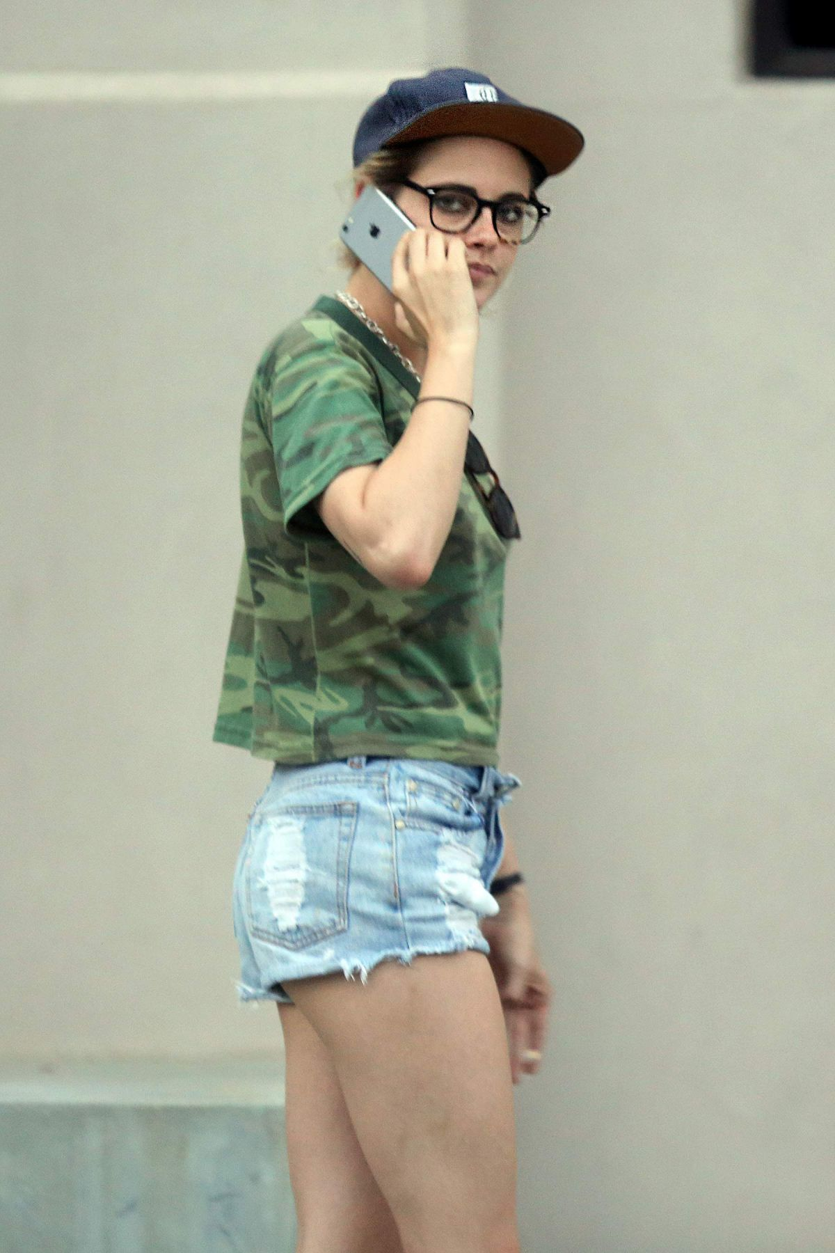 KRISTEN STEWART Out and About in Hollywood 09/20/2016