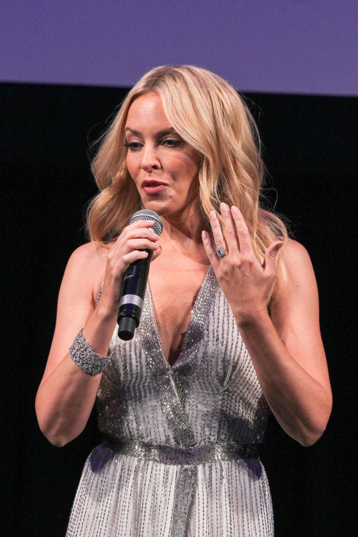 Kylie Minogue Archives - HawtCelebs - HawtCelebs Jessica Alba
