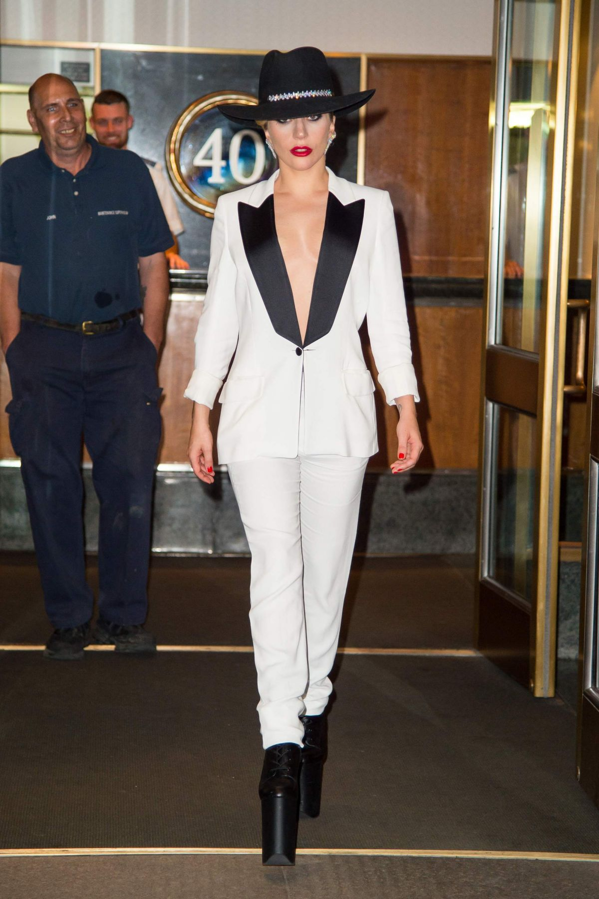 Lady Gaga Leaves Her Apartment In New York 09 22 2017