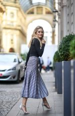 OLIVIA PALERMO Out and About in Milan 09/23/2016