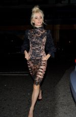 PIXIE LOTT Arrives at Edition Hotel in London 09/18/2016