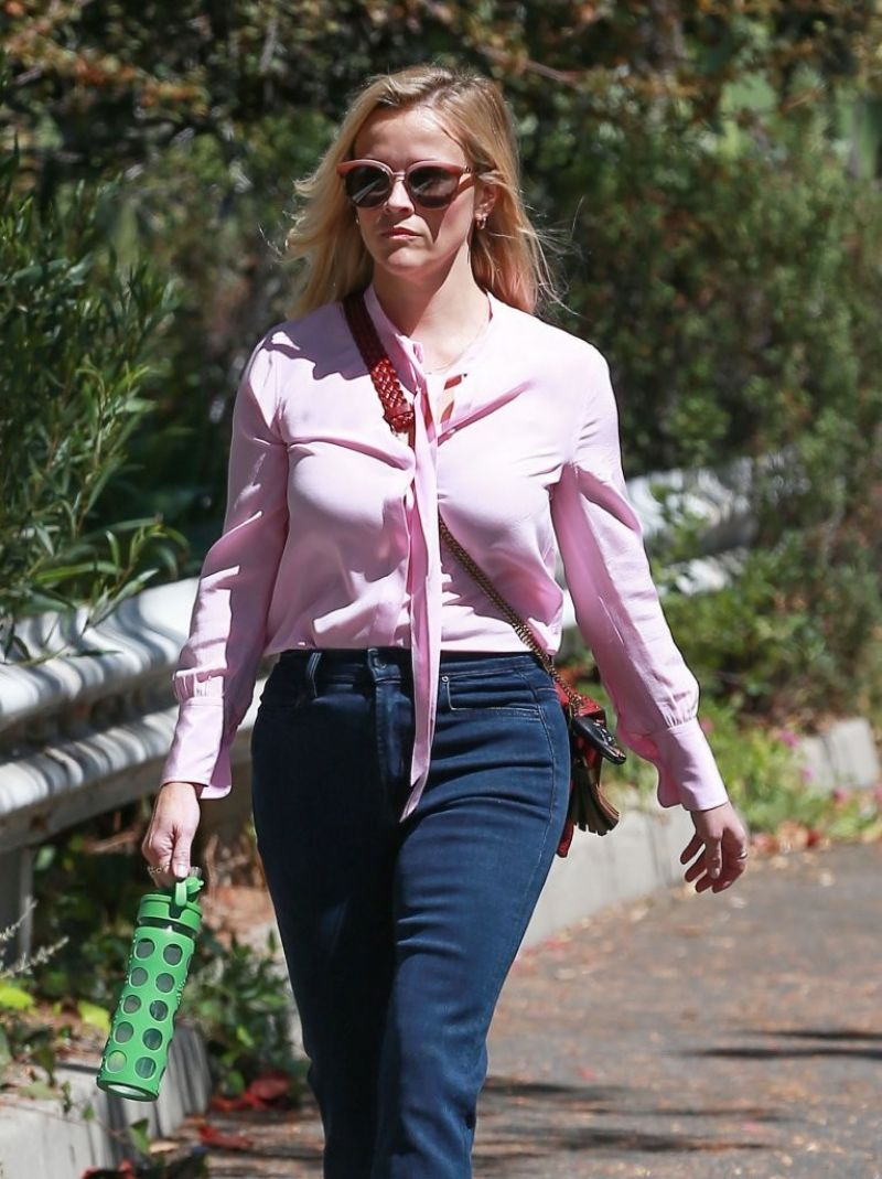 REESE WITHERSPOON Arrives at a Friend