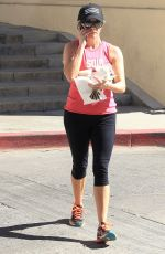 REESE WITHERSPOON Heading to Home in Brentwood 09/25/2016