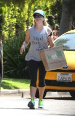 REESE WITHERSPOON Leaves Kreation Cafe in Brentwood 09/05/2016