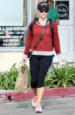 REESE WITHERSPOON leaves Kreation Organic Juicery in Brentwood 09/22/2016