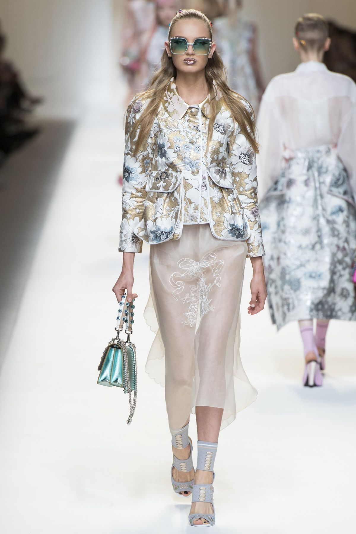 Romee strijd on the runway at fendi fashion show in milan for Milan show 2016