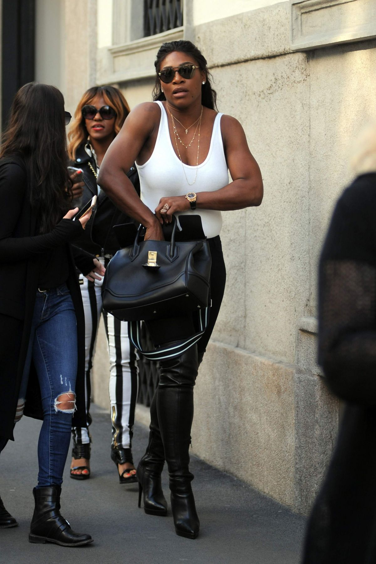 SERENA WILLIAMS Out and About in Milan During Fashion Week 09/22/2016
