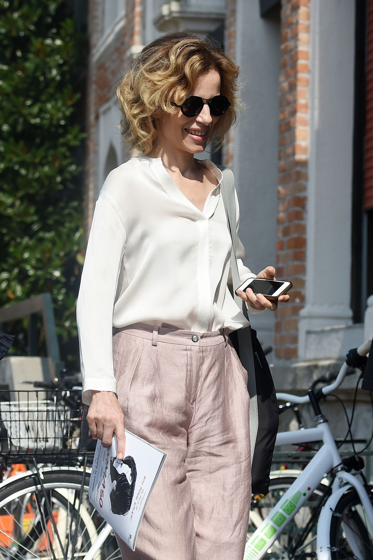 SONIA BERGAMASCO Out and About in Venice 09/04/2016