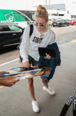 SOPHIE TURNER at LAX Airport in Los Angeles 09/19/2016
