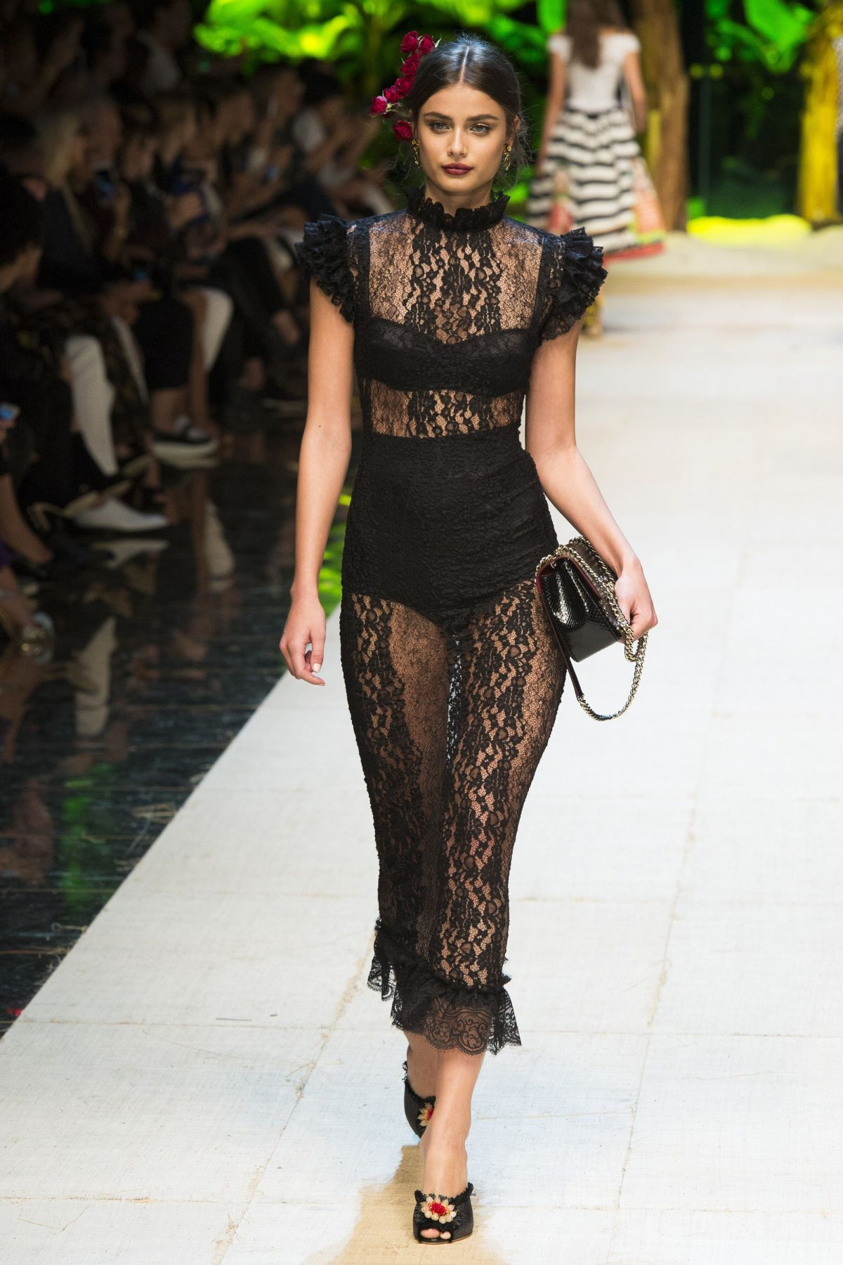 Taylor Hill On The Runway At Dolce Gabbana Fashion Show At Milan Fashion Week 09 25 2016