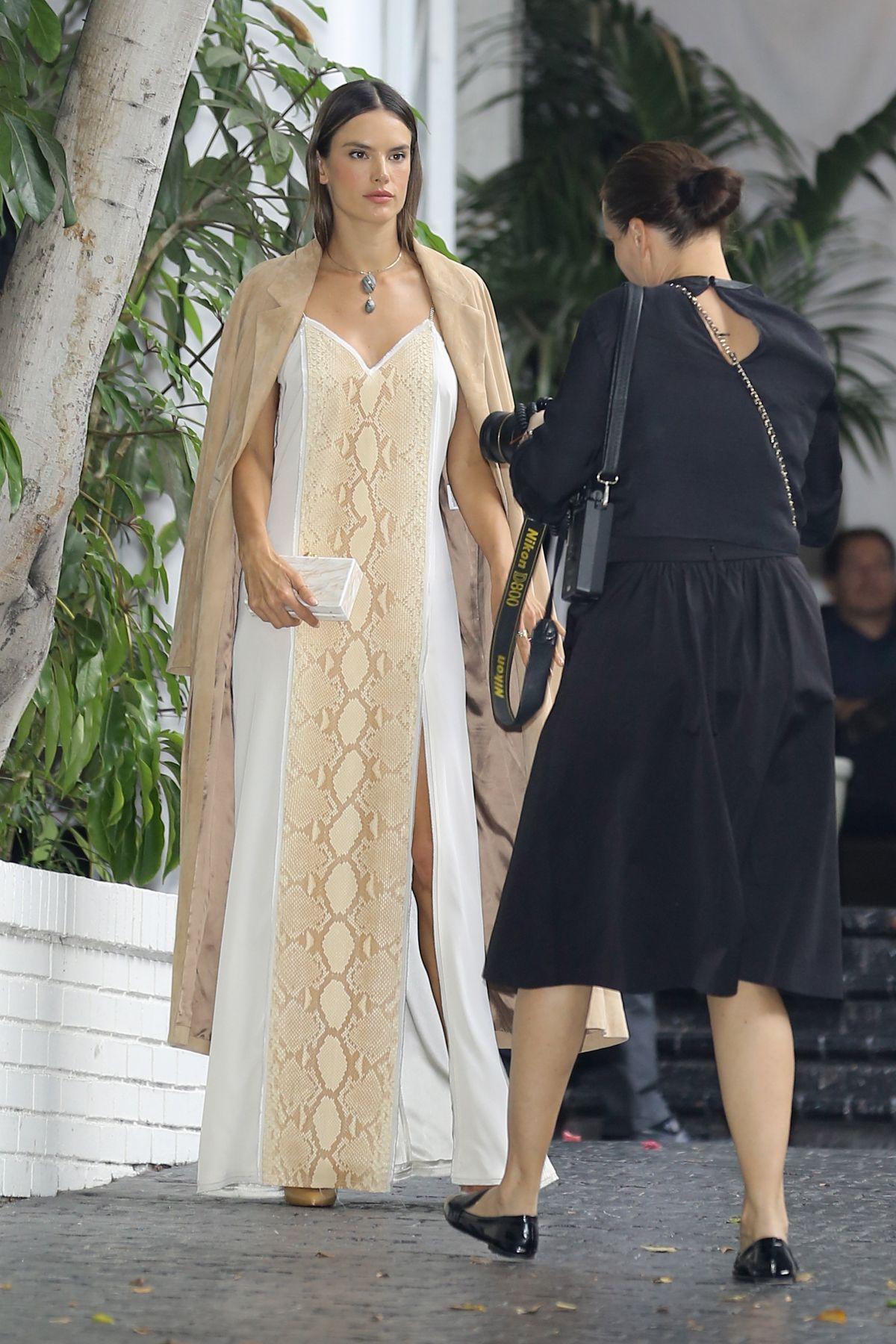 Alessandra ambrosio at cfda vogue fashion fund fashion show in los