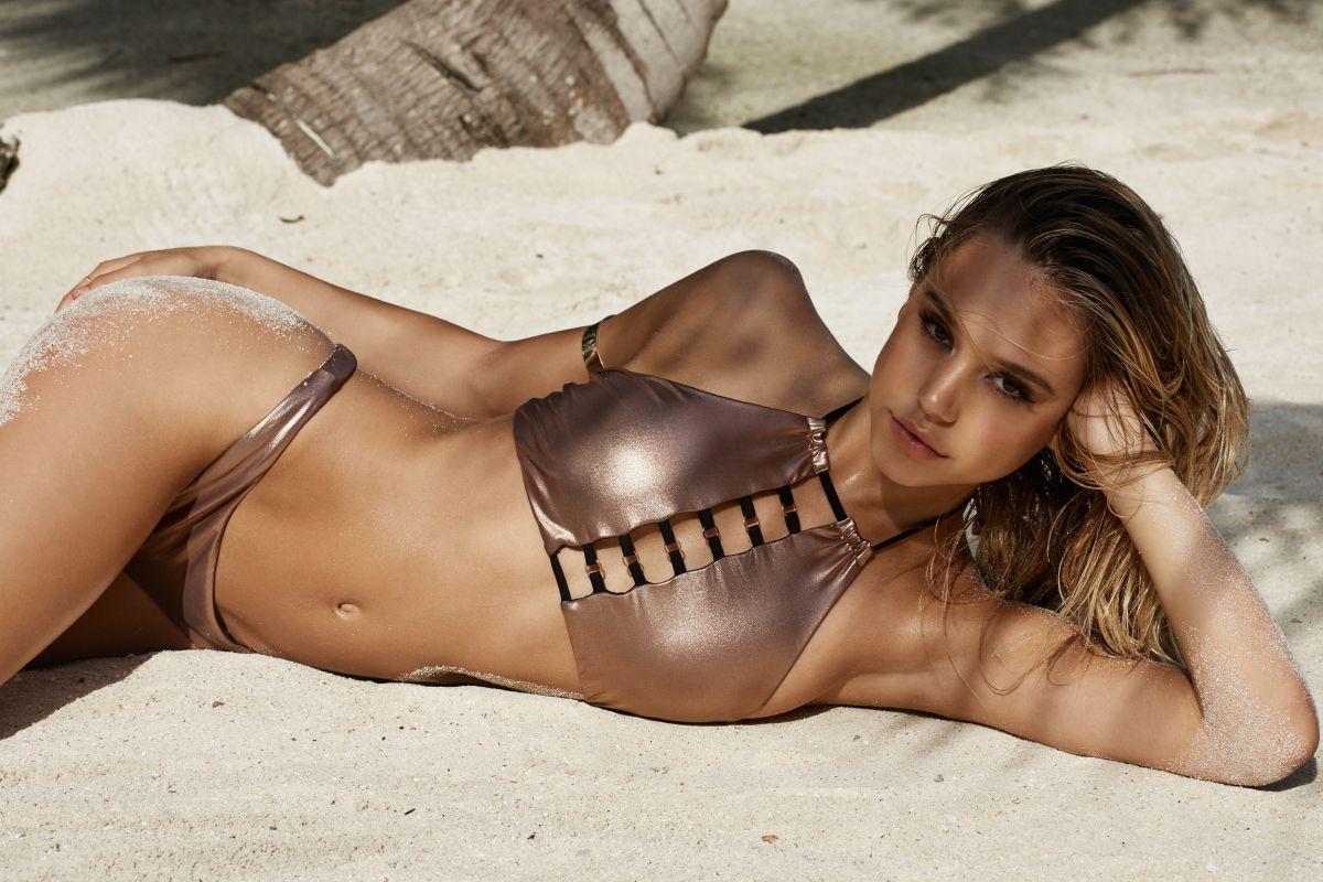 aleksis-v-bikini-foto-foto-golih-mulatok-i-kitaek