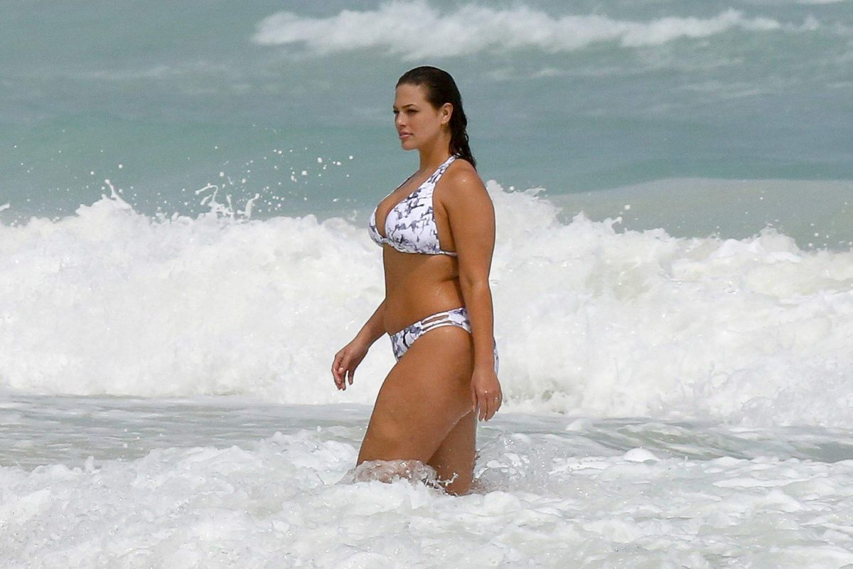 Ashley Graham In Bikini At A Beach In Cancun 10 28 2016