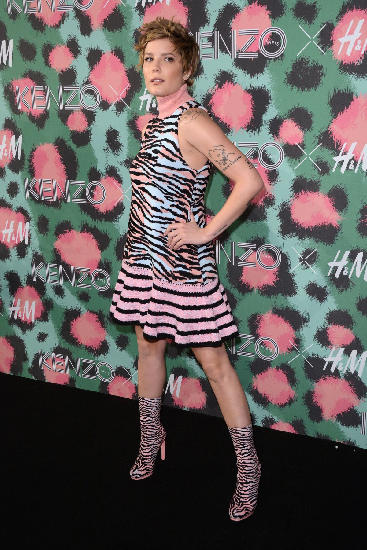 aab38fea0565 halsey-at-kenzo-x-h-m-launch-party-in-new-york-10-19-2016_9 - HawtCelebs
