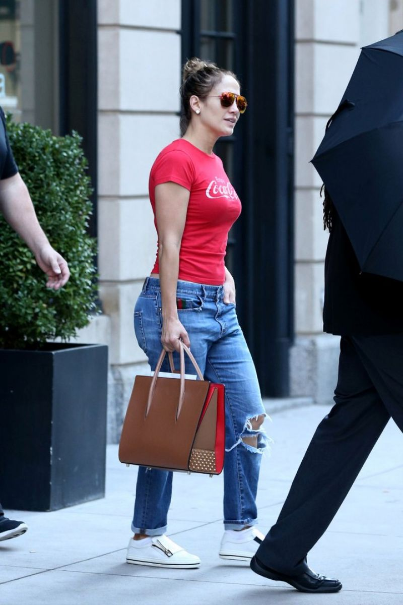 JENNIFER LOPEZ Leaves Her Apartment in New York 10/20/2016