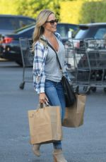 JULIE BENZ Shopping for Groceries at Bristol Farms in Beverly Hills 10/04/2016
