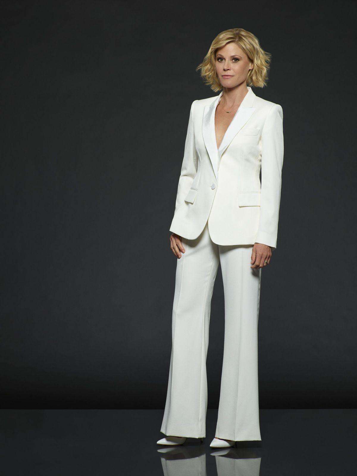 Celebrities being Hot — Julie Bowen in 2021   Julie bowen