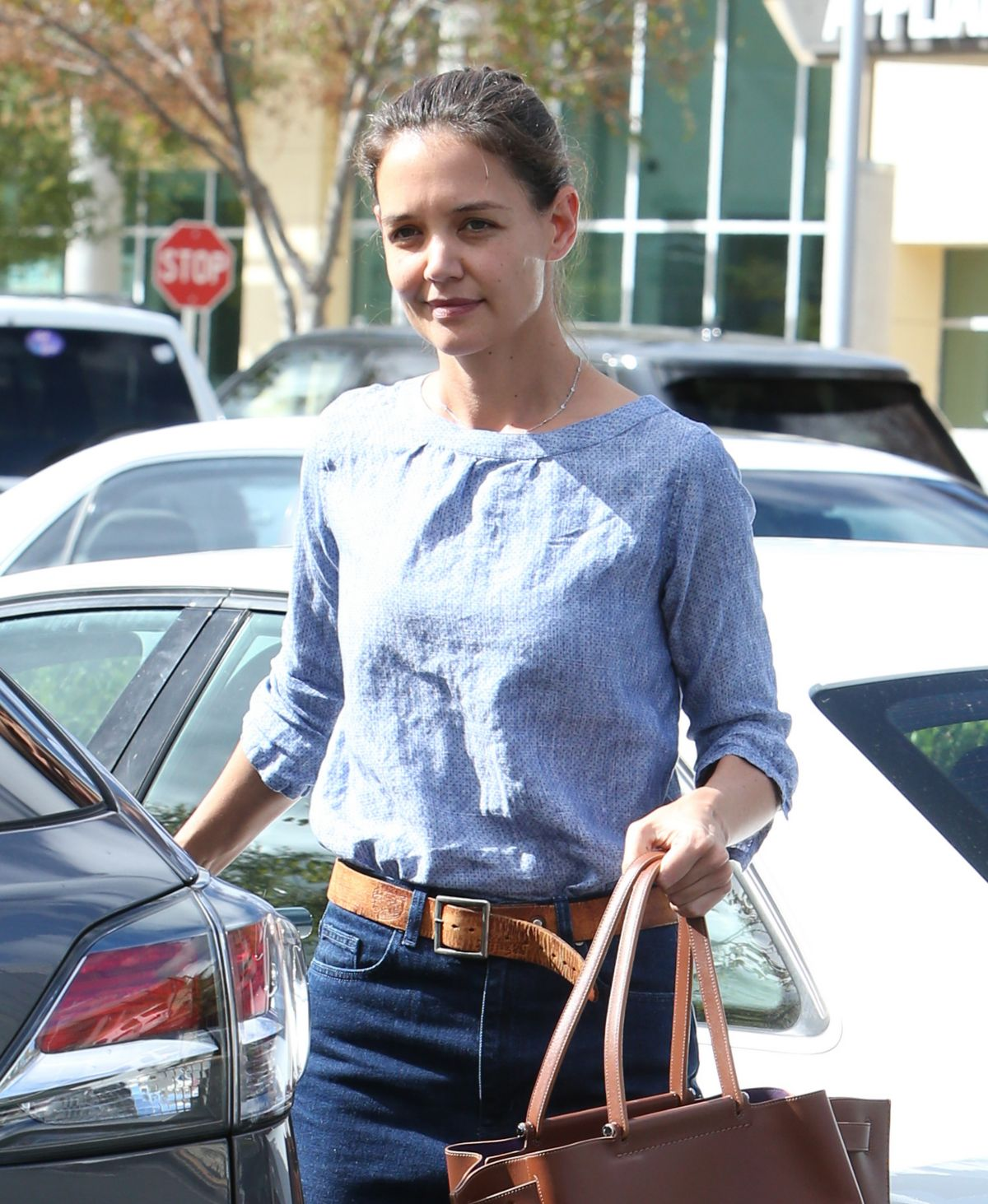 KATIE HOLMES Out for Grocery Shopping in Calabasas 10/28/2016