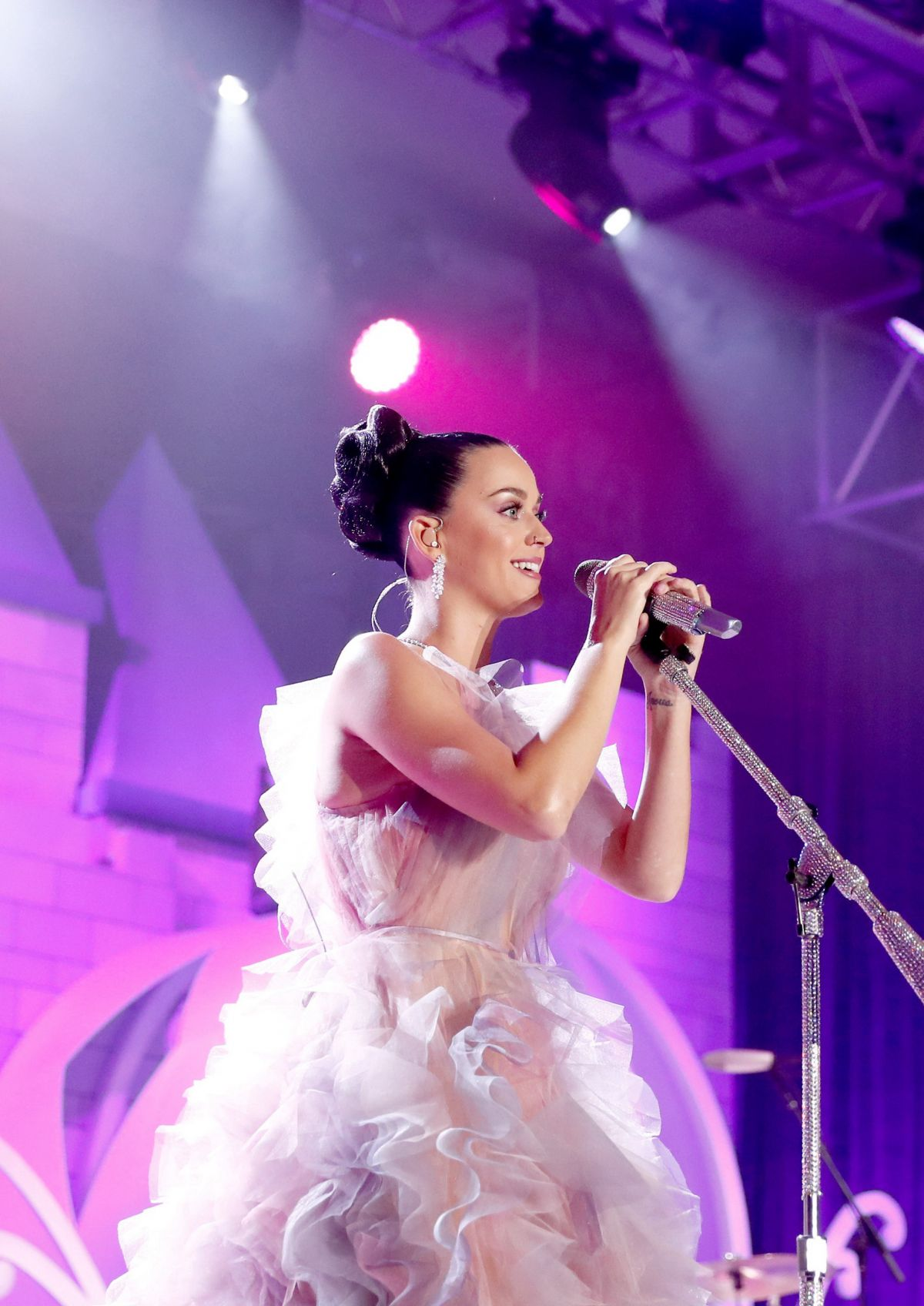 KATY PERRY Performs at 2016 Children's Hospital Los Angeles Once Upon a Time Gala 10/15/2016