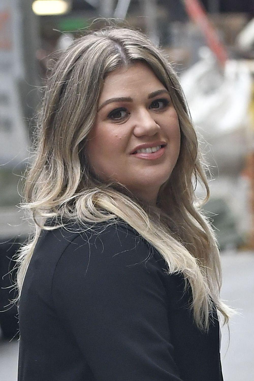 Kelly Clarkson Nude Photos