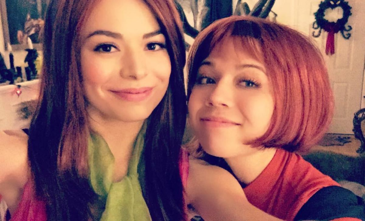 MIRANDA COSGROVE and JENNETTE MCCURDY at a Halloween Party