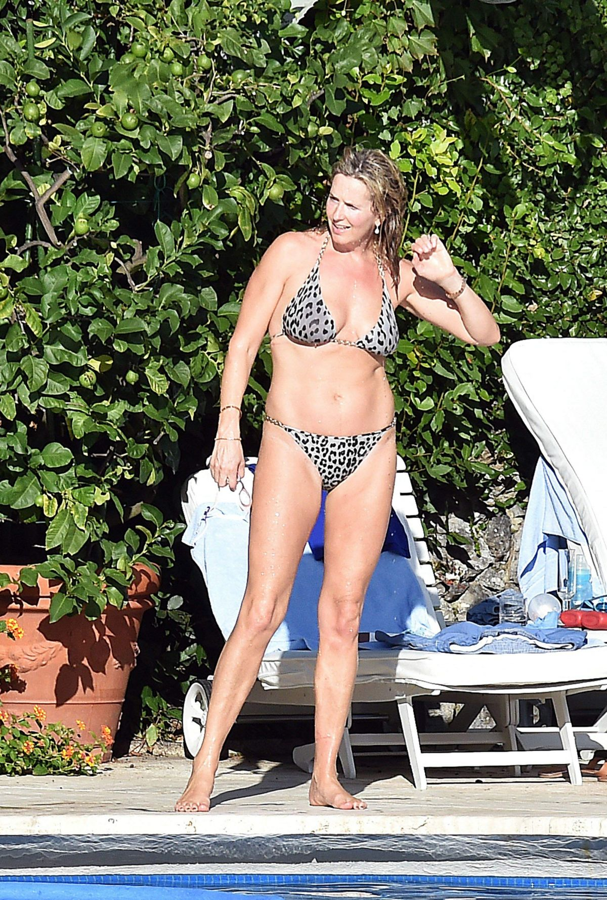 Wendy williams shows off slim figure in tiny bikini while vacationing in barbados