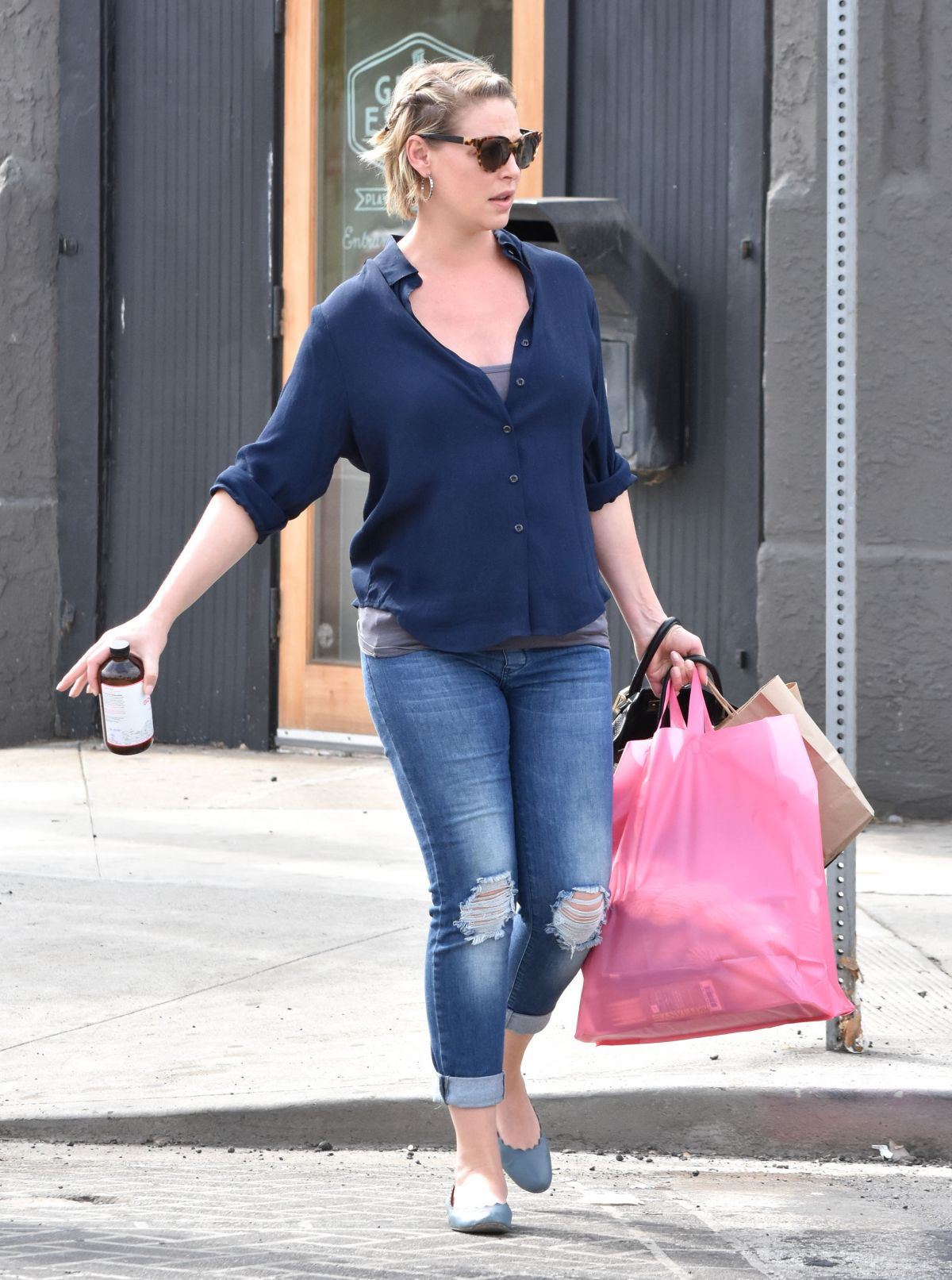 Pregnant KATHERINE HEIGL Out Shopping In Glendale 10/23 ...