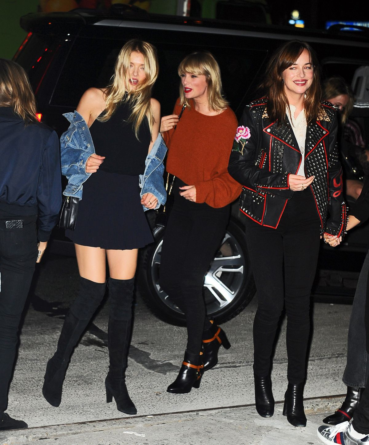 TAYLOR SWIFT, DAKOTA JOHNSON and LILLY DONALDSON at Bowery Hotel in New York 10/13/2016