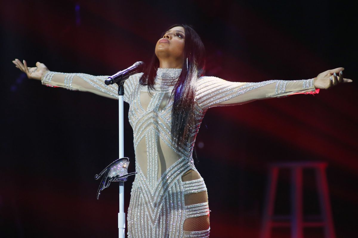 TONI BRAXTON Performs ... Rihanna Songs 2016