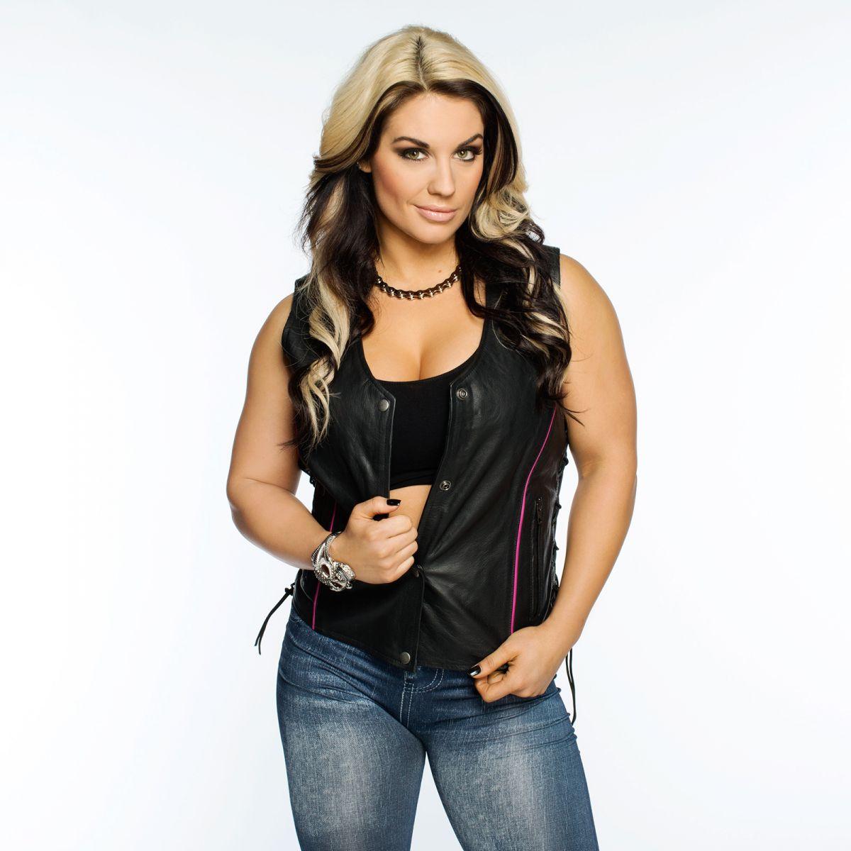 Kaitlyn (WWE) photos