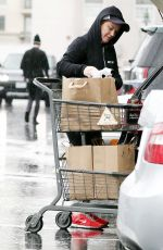 AMY POEHLER Shopping at Bristol Farms in Beverly Hills 11/26/2016