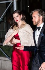 ANNE HATHAWAY and Adam Shulman Out for Dinner in New York 11/12/2016