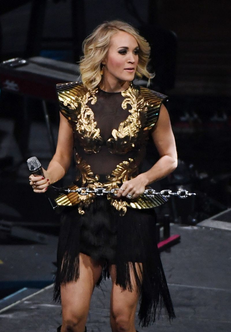 CARRIE UNDERWOOD Performs in Las Vegas 11/26/2016