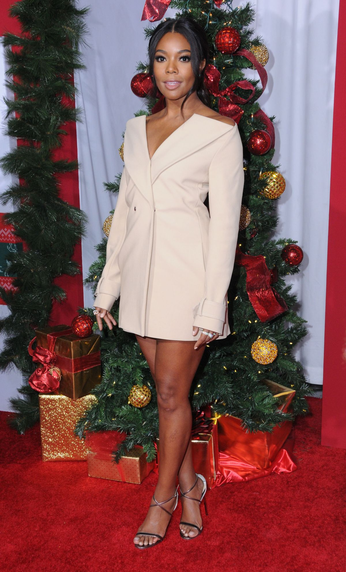 gabrielle union at  u2018almost christmas u2019 premiere in westwood