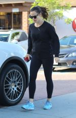 JENNIFER GARNER at Alfred Coffee in Brentwood 10/31/2016