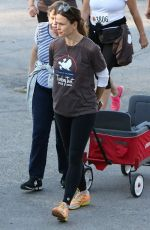 JENNIFER GARNER Cheer on Runners in Thanksgiving Day Turkey Trot in Pacific Palisades 11/24/2016