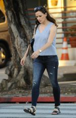 JENNIFER GARNER Out and About in Brentwood 11/10/2016