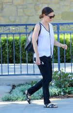 JENNIFER GARNER Out and About in Los Angeles 11/13/2016