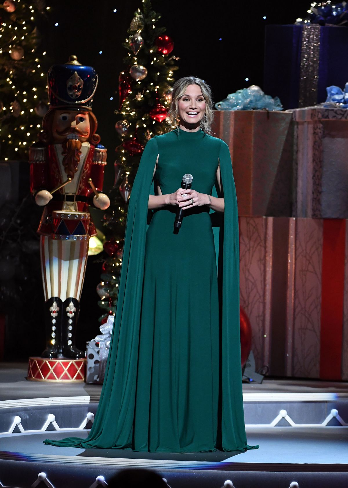JENNIFER NETTLES at CMA 2016 Country Christmas in Nashville 11/08 ...
