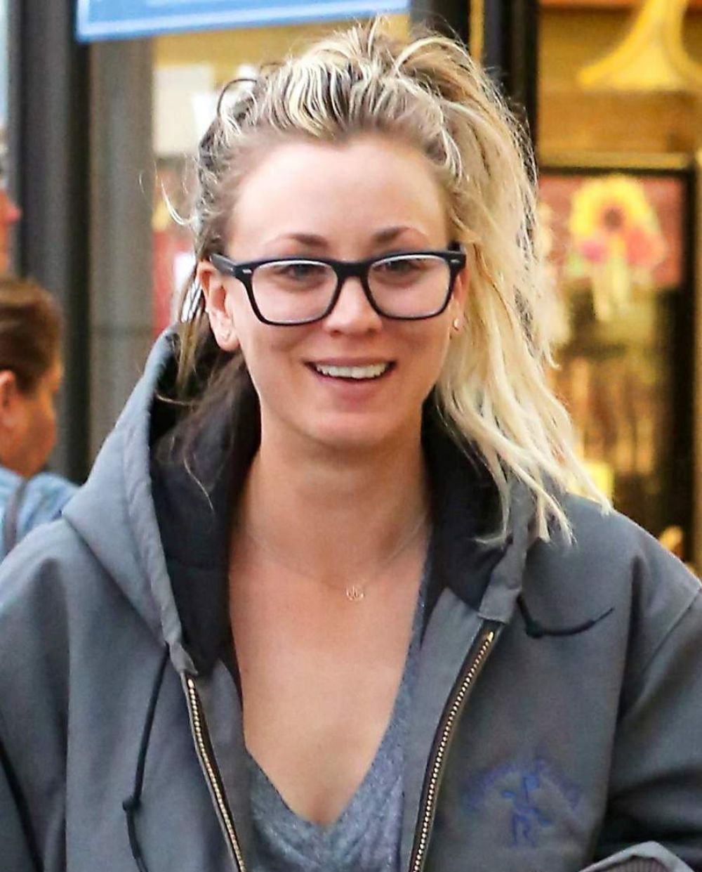 KALEY CUOCO Shopping for Groceries in Encino 11/20/2016
