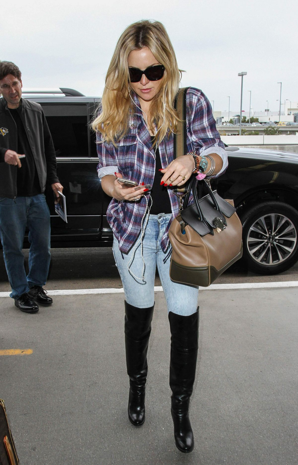KATE HUDSON at Los Angeles International Airport 11/20/2016