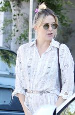 KATE HUDSON, GOLDIE HAWN and Kurt Russell at Early World Restaurant in Brentwood 11/25/2016
