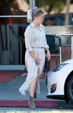KATE HUDSON Out for Lunch in Los Angeles 11/25/2016