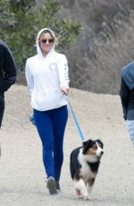 KATE HUDSON Out Hiking in Los Angeles 11/26/2016