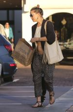 KATE HUDSON Out Shopping in Malibu 11/05/2016